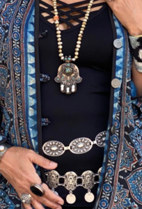 Double sided hamsa necklace with dirty pearls SERRAHNA